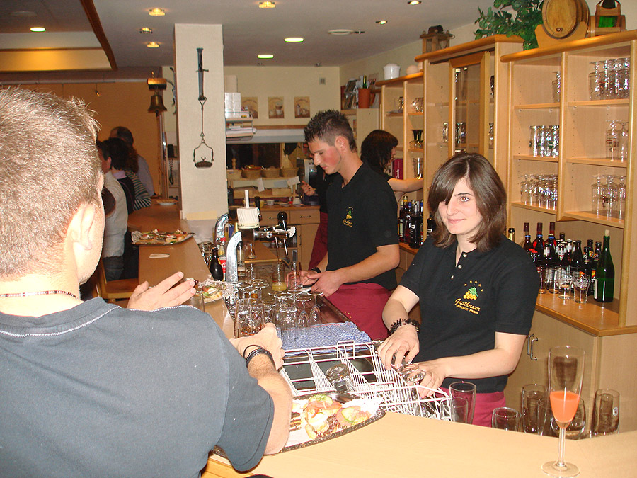 Alles im Griff hatte das freundliche Team vom Weinhaus Gasthauer