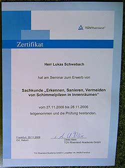 """Lukas Schwebach: TÜV-zertifizierter """"Sachverständiger für die Erkennung, Bewertung und Sanierung von Schimmelpilzschäden in Innenräumen"""""""